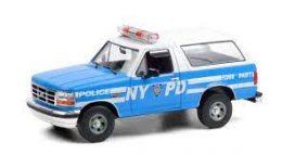 vieille jeep de police bleu et blanc