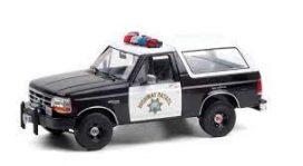 vieille jeep de police noire et blanche