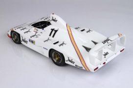vieille voiture de course blanche