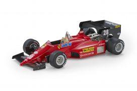 vieille voiture formule 1 rouge