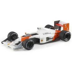 vieille voiture de course formule 1 orange et blanche
