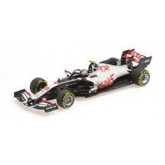 voiture de course formule 1 blanche
