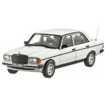 vieille voiture berline blanche