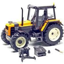 vieux tracteurs agricole jaune