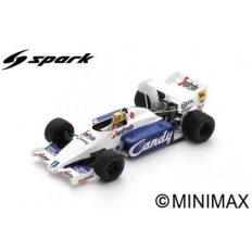 vieille voiture de course formule 1 blanche et bleu