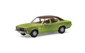 vieille voiture verte avec toit brun